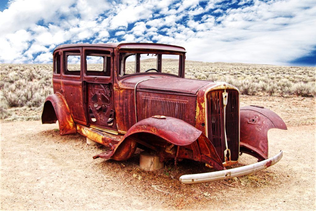 Petrified-Forest-Old-Car
